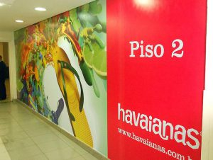 Papel de Parede em Lona Aplicado no Shopping Light Para a Loja Havaianas